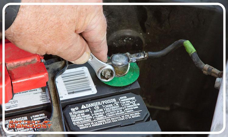 جداسازی باتری قدیمی ماشین - تعویض باتری ماشین